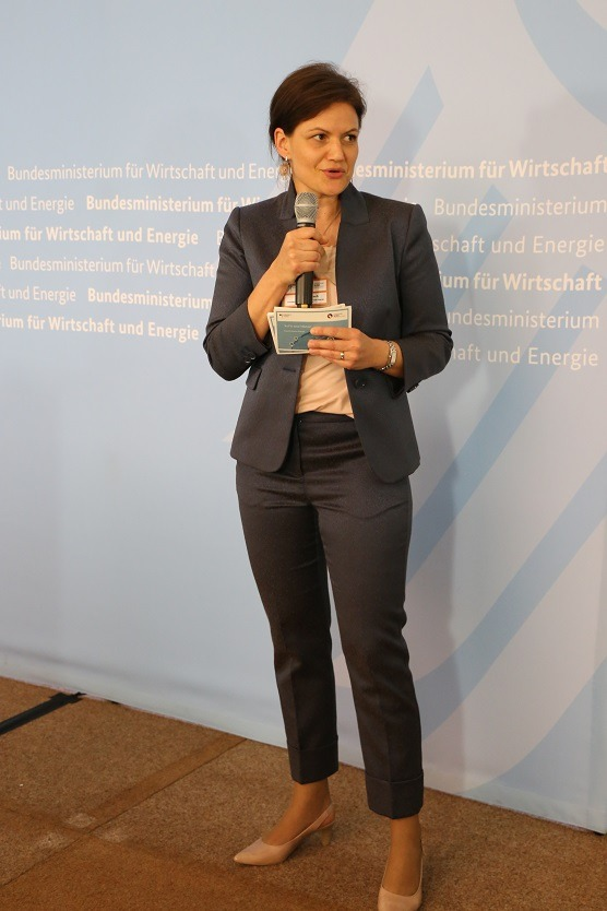 Juliane Hinsch, Head of the Coordination Office of the German Energy Solutions Initiative of the BMWi, moderates the pitching session